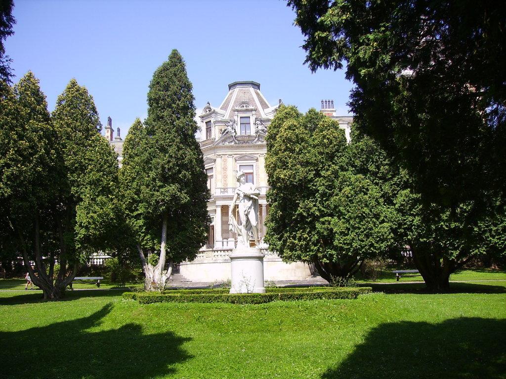 Hermesvilla, im Lainzer Tiergarten, Frühjahr 2008, aufgenommen von der Ostseite - 13. Bezirk, Hietzing, Wien (1130-W)