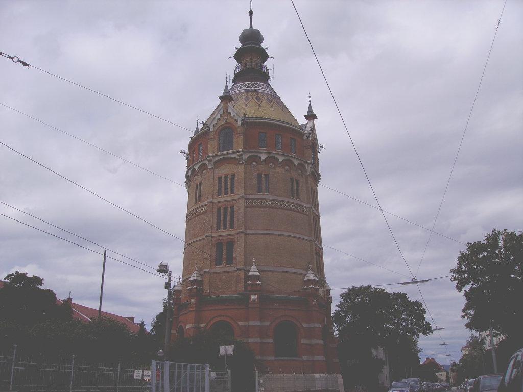 Wasserturm in Wien Favoriten (10.Bezirk), erbaut 1898-99, nur wenige Jahre in Betrieb, wurde ersetzt durch die 2.Wiener Hochquellenwasserleitung - 10. Bezirk, Favoriten, Wien (1100-W)