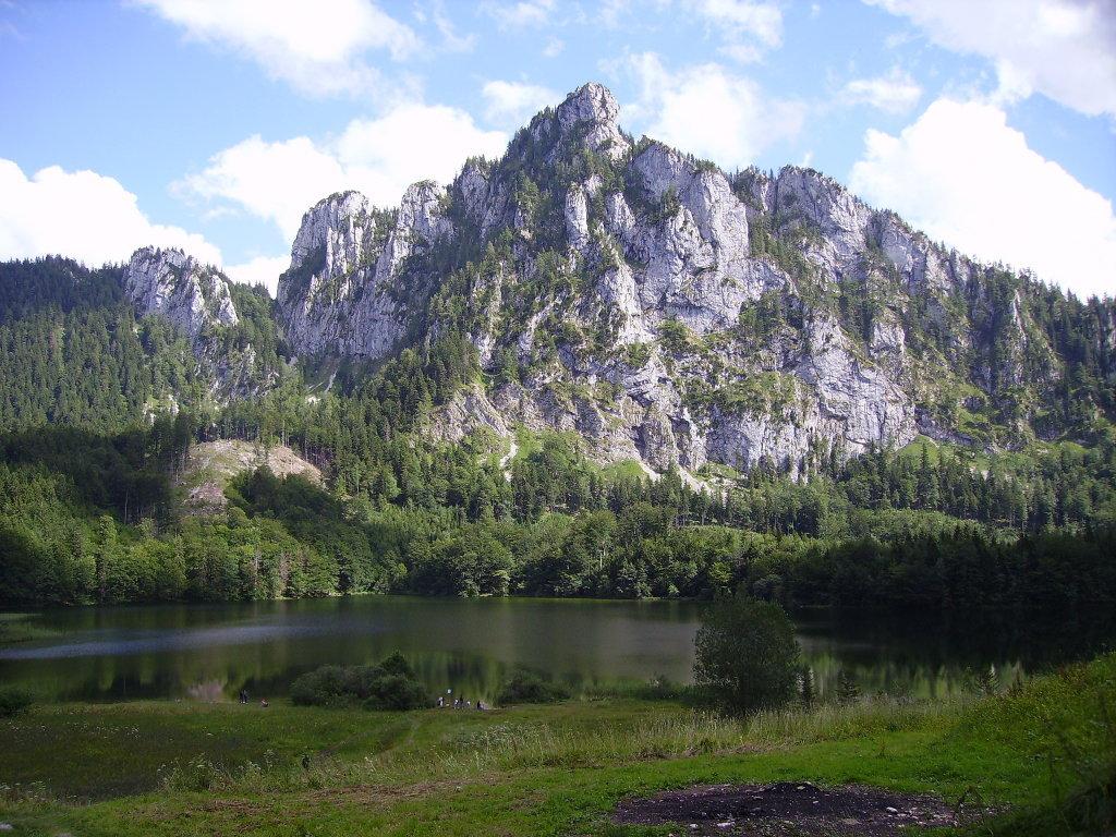 Der Katzenstein, über den Laudachsee aufgenommen, am 13.August 2006 (nach einer hervorragenden Jause!!!) - Gmunden, Oberösterreich (4810-OOE)