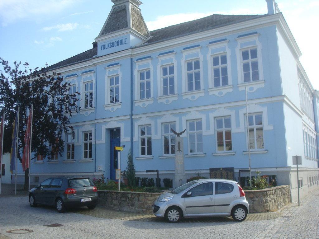 Volksschule in Grafenwörth - Grafenwörth, Niederösterreich (3484-NOE)