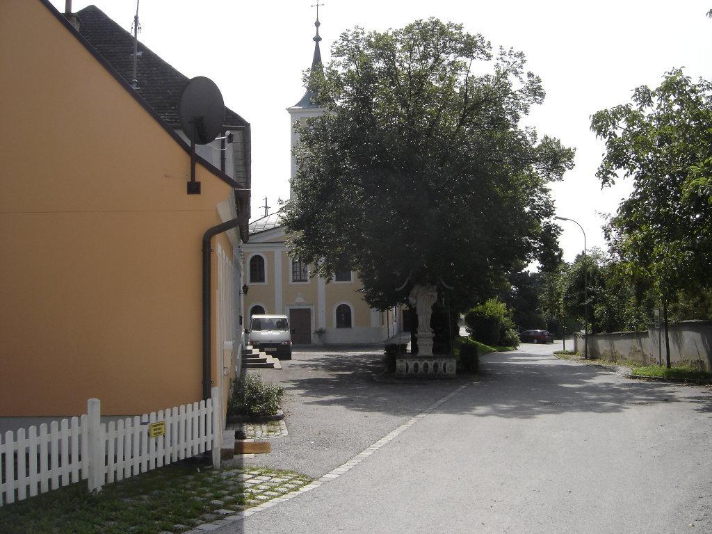 Blick zur Kirche von Gösing am Wagram - Gösing am Wagram, Niederösterreich (3482-NOE)
