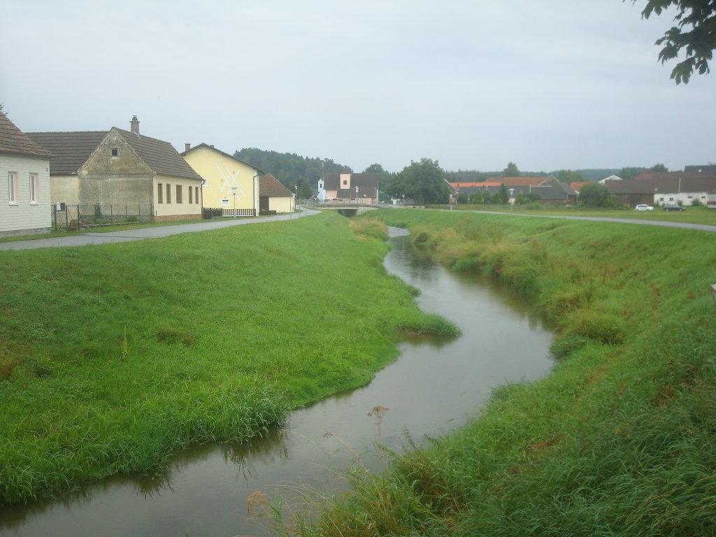 Blick über den Thauabach nach Thaua - Thaua, Niederösterreich (3804-NOE)