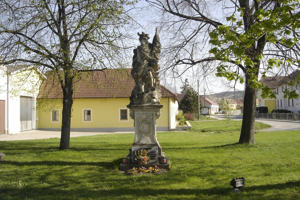 Die Hl. Florian Statue in Mold - Mold, Niederösterreich (3580-NOE)