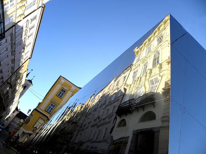 Linzer Altstadt Spiegel, Die Klosterstraße augenommen von Hauptplatz in Richtung Landhaus. Sommer 2009 in Rahmen des AEC Projekts 80-1 für Linz09. - Linz Stadt, Oberösterreich (4020-OOE)