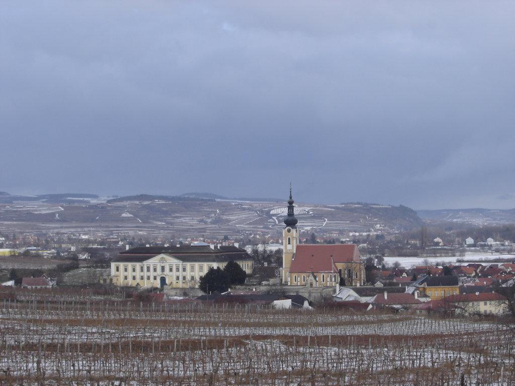 Blick zur Pfarrkirche und zum Schloss Gobelsburg - Gobelsburg, Niederösterreich (3550-NOE)