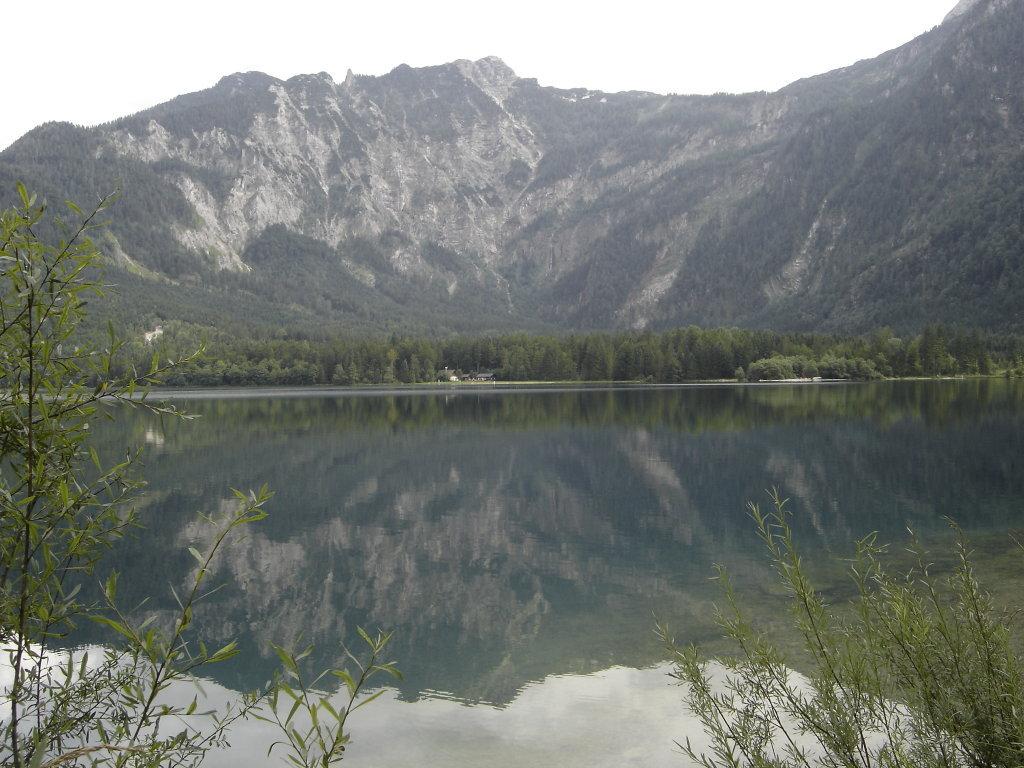 Blick über den Offensee zur Jausenstation und zum Rinnerkogel. - Offensee, Oberösterreich (4802-OOE)