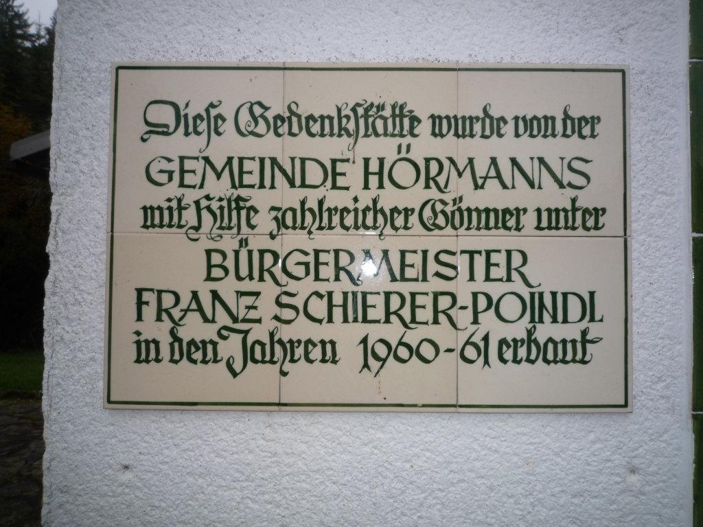 Hinweistafel an der Ausenmauer der Gedenkstätte - Hörmanns bei Litschau, Niederösterreich (3874-NOE)