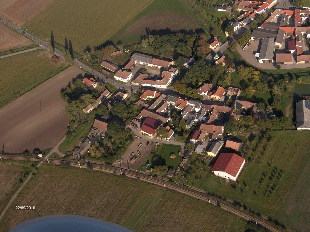 Hetzmannsdorf bei Wullersdorf von oben- nicht zu verwechseln mit Hetzmannsdorf bei Korneuburg Wir haben keine Pferde!!!!! - Hetzmannsdorf, Niederösterreich (2041-NOE)