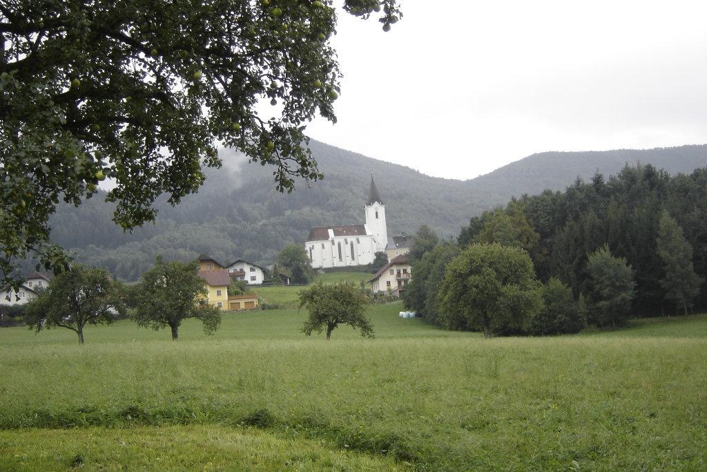 Blick zur Kirche von St. Gotthard - St. Gotthard, Niederösterreich (3242-NOE)