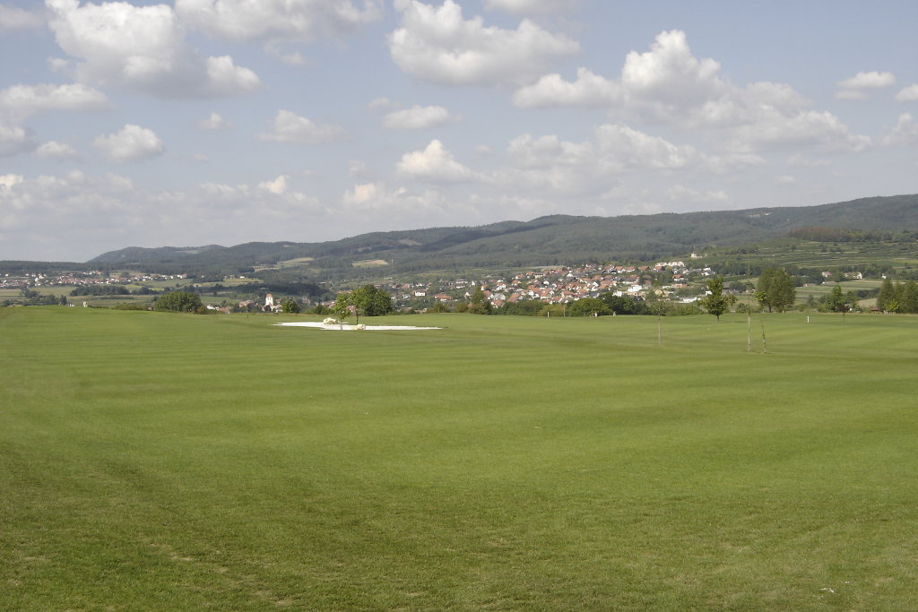 Blick über dem Golfplatz nach Lengenfeld - Lengenfeld, Niederösterreich (3552-NOE)