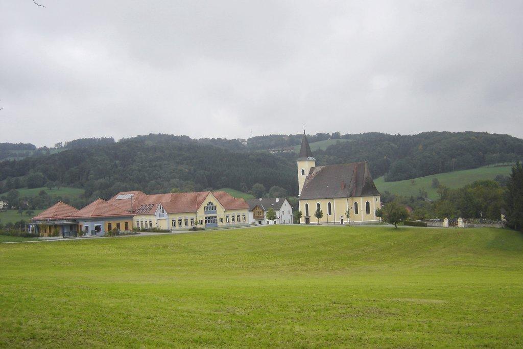 Blick zur Schule und Kirche von Texing - Texing, Niederösterreich (3242-NOE)