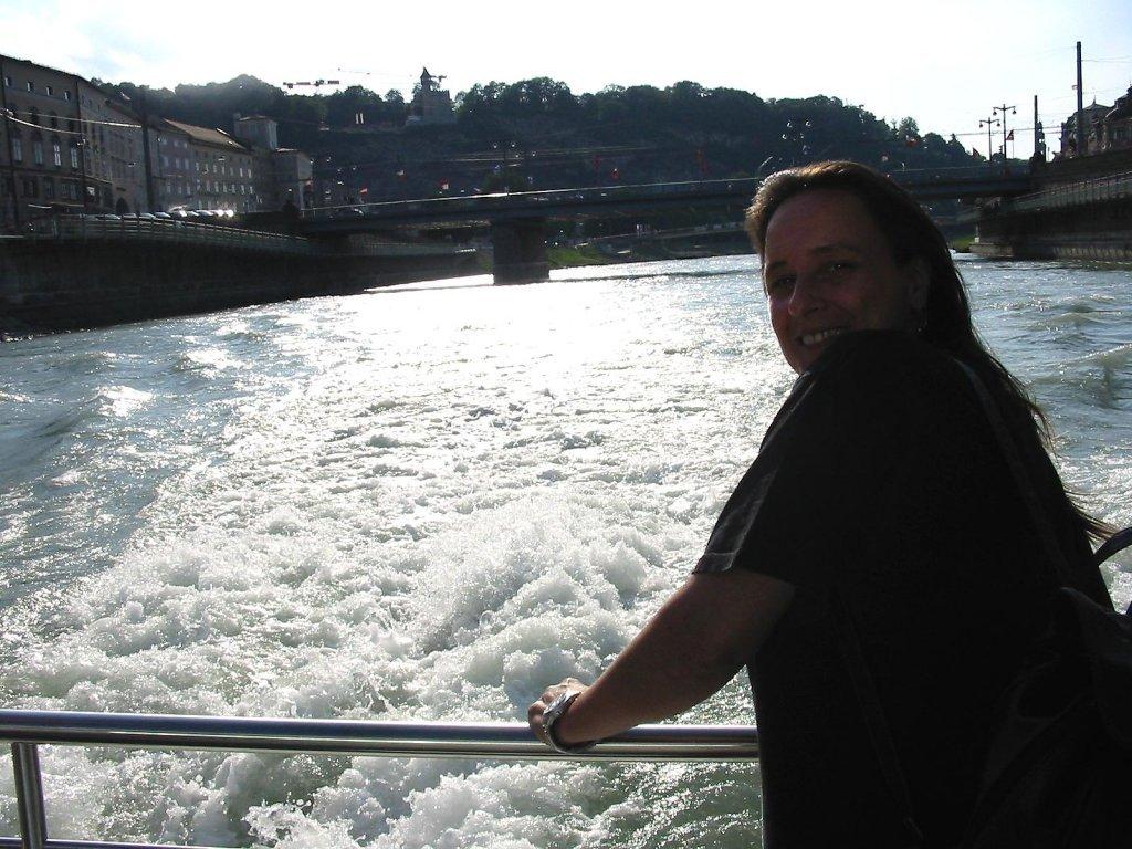 Auf dem Salzachboot - Ansichten von Salzburg - Salzburg Stadt (5020-SBG)