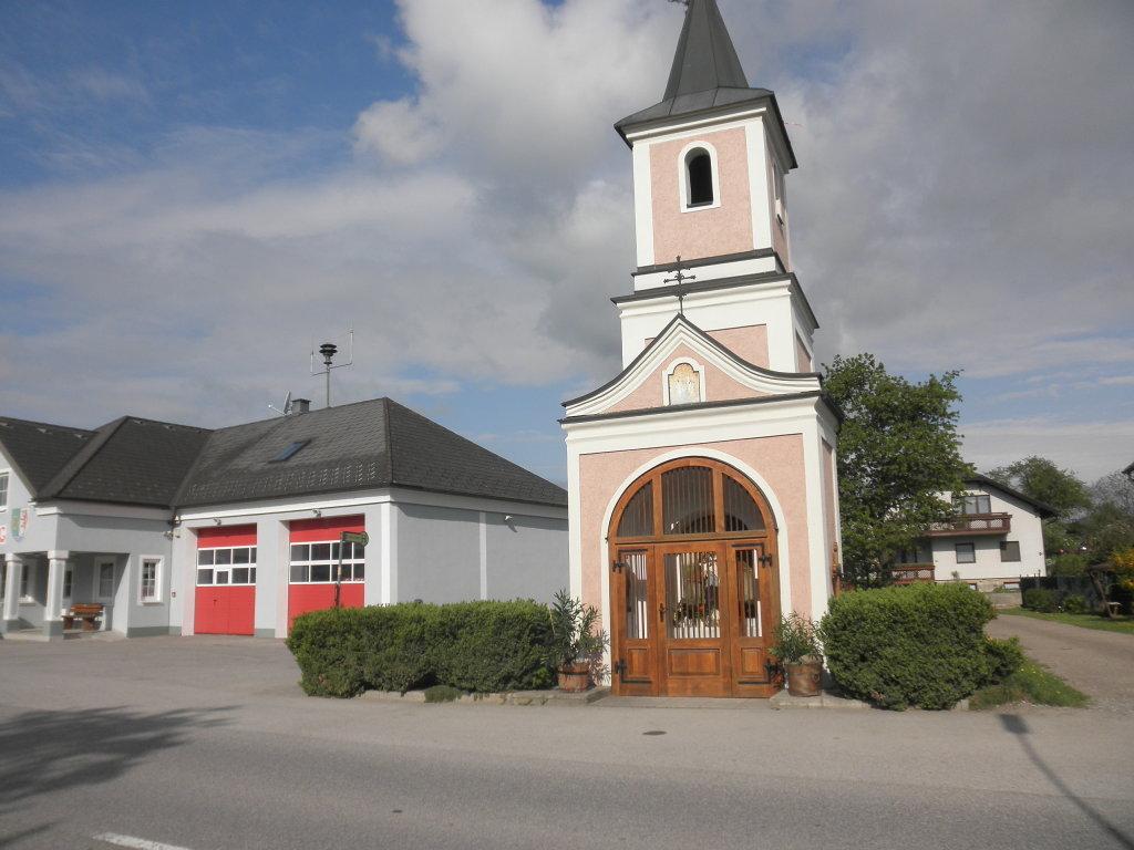 FF-Haus und Kapelle in Inning - Inning, Niederösterreich (3383-NOE)