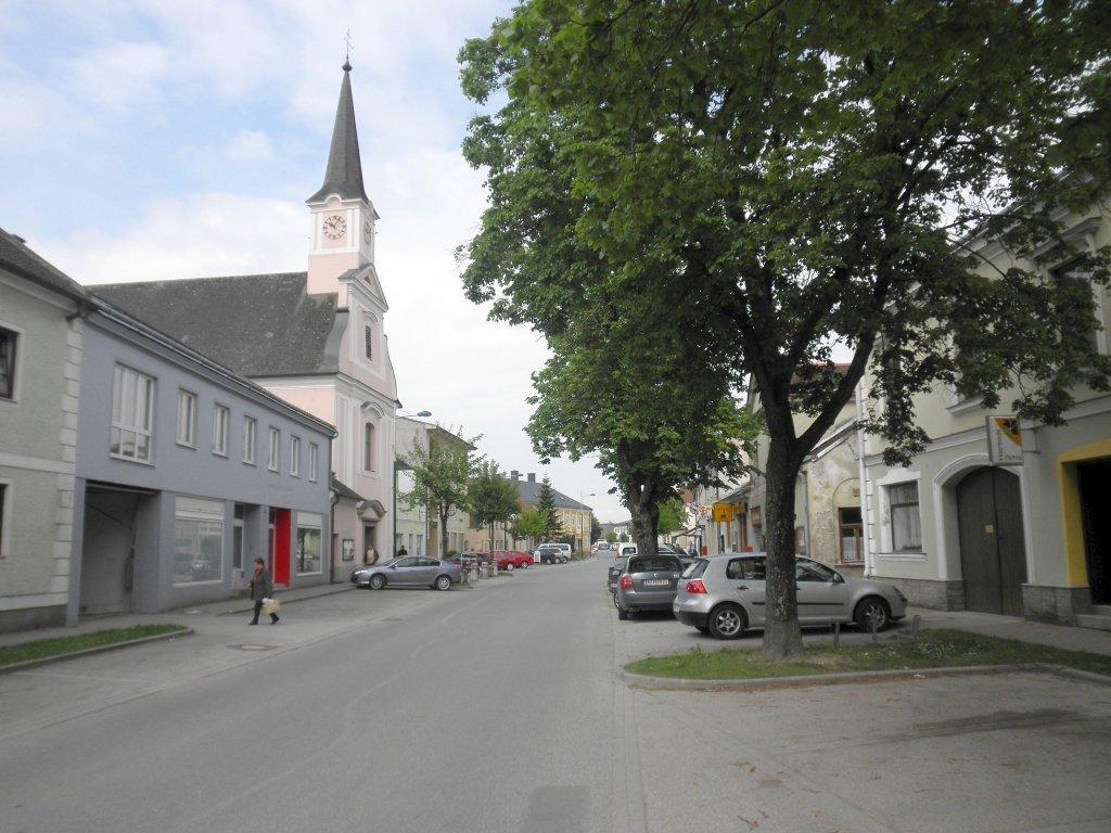 Blindenmarkt und Pfarrkirche - Die Kirche ist der Heiligen Anna geweiht und dürfte 1772 gebaut worden sein. - Blindenmarkt, Niederösterreich (3372-NOE)