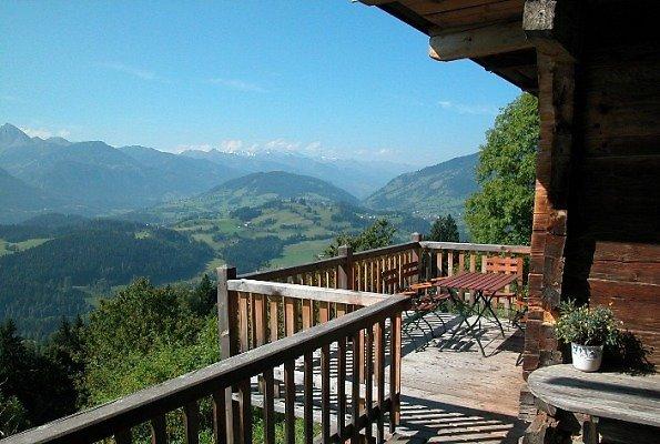 Terrasse Bauernhaus Hochrainberg - Blick nach Westen Richtung Hohe Tauern - Oberlehen, Salzburg (5621-SBG)