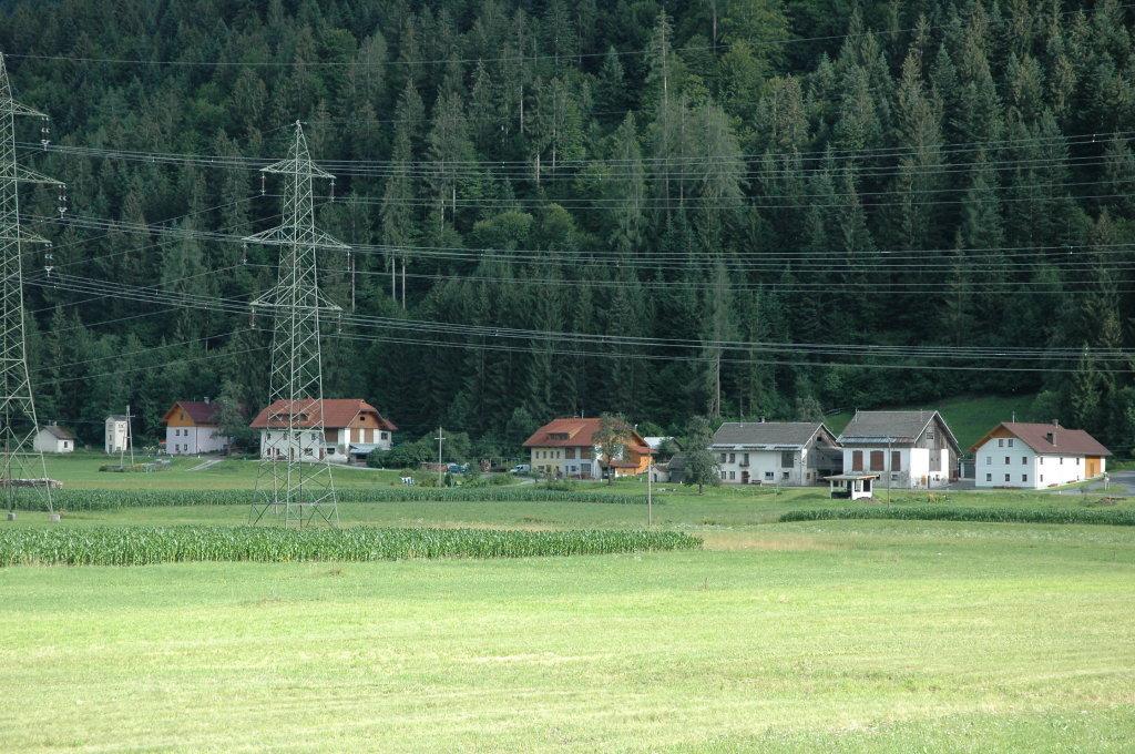 Blick vom Haus Robatsch bis Haus Kreuzberger - Weidenburg, Kärnten (9635-KTN)