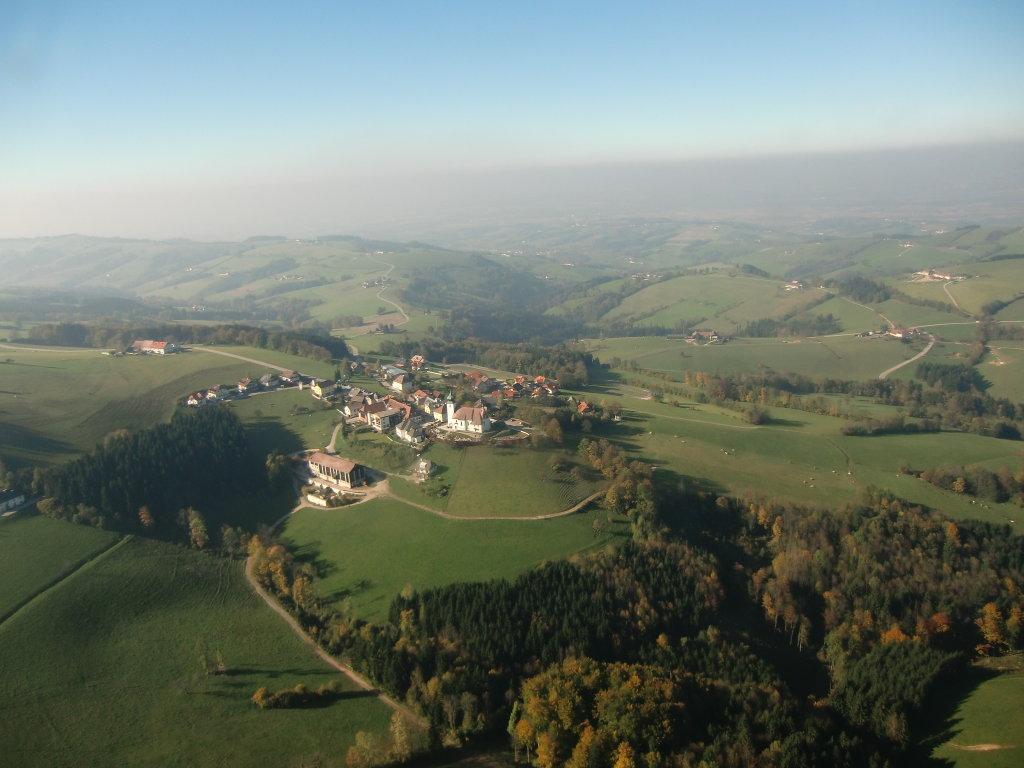 ST leonhard am Wald Bei herlichen Flugwetter - St. Leonhard am Wald, Niederösterreich (3263-NOE)