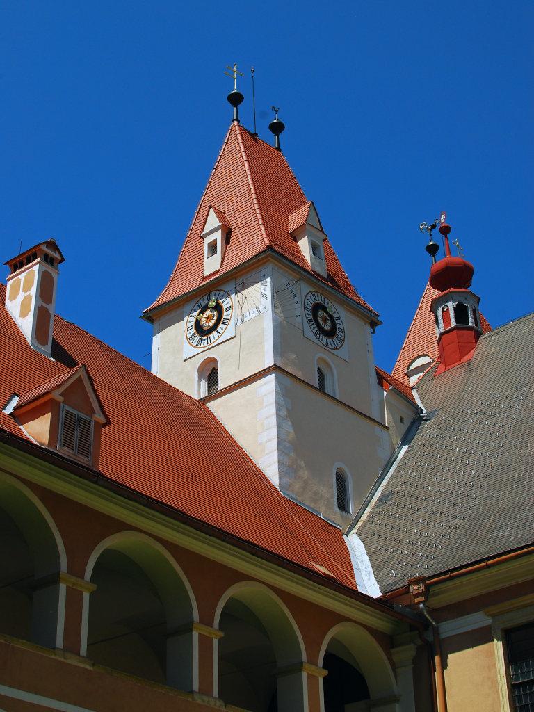 Blick zur Turmuhr im Stift Vorau - Vorau, Steiermark (8250-STM)