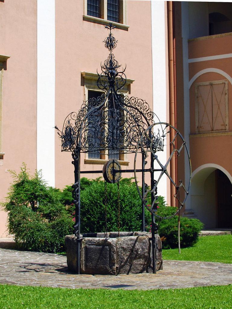 Alter Brunnen im Stift Vorau - Vorau, Steiermark (8250-STM)
