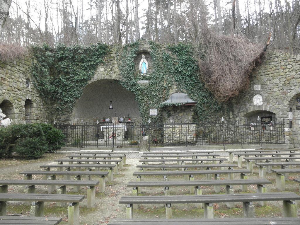 Lourdesgrotte in Bisamberg - Bisamberg, Niederösterreich (2100-NOE)