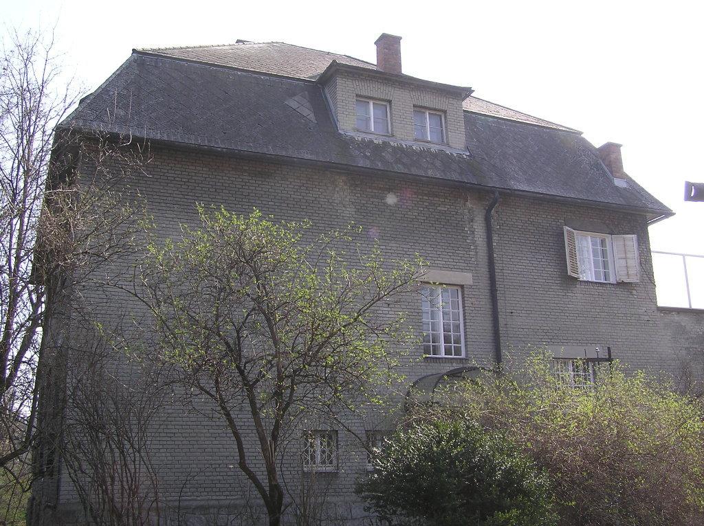 Villa Bauer von NW gesehen - Franz-Schimon-Park, Wien (1130-W)