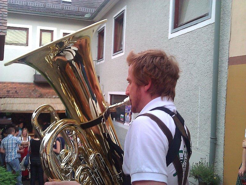 Die Tuba spielt diesmal nicht da Huba beim Pfingstfest in Gnies - Gnies, Steiermark (8262-STM)