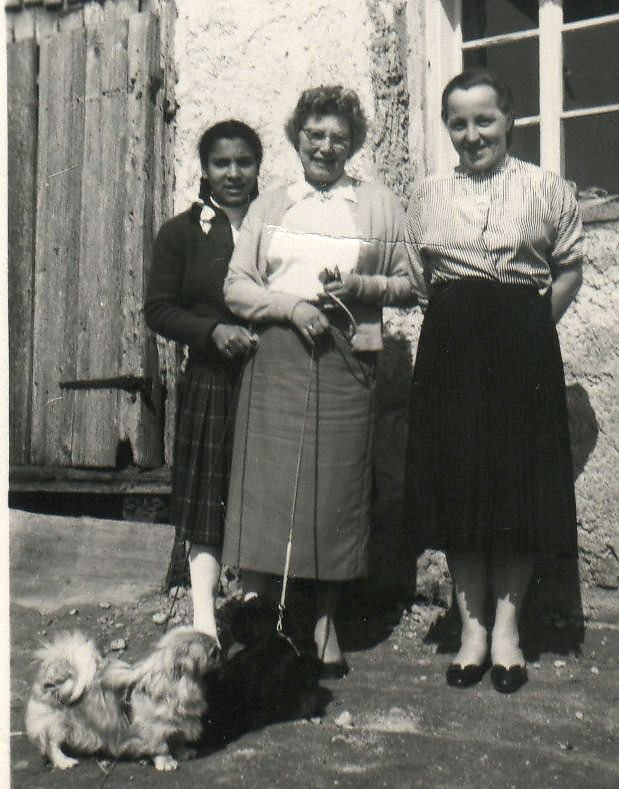hier mit 12 J.meiner PFlegemutter Frau Eva Klemens und Frau Hedwig Hillinger die gute Haushaltsfee!!! - Ort ohne Namen (---)