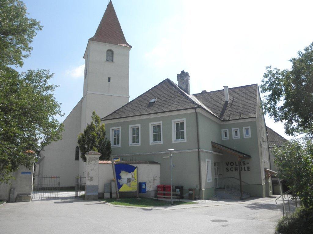 Pfarrkirche und Volksschule in Kapelln - Kapelln, Niederösterreich (3141-NOE)