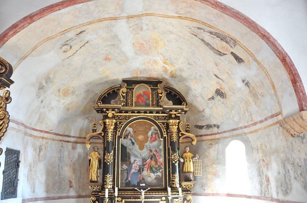 Halbkreisförmige Chorapsis der Filialkirche heiliger Leonhard in Höllein - Höllein, Kärnten (9341-KTN)