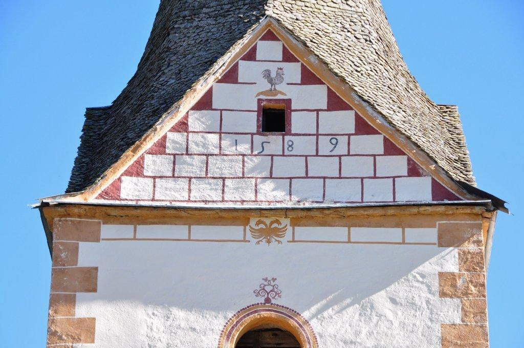 Kirchturm-Detail der Pfarrkirche Sankt Ulrich am Johannserberg: Jahreszahl 1589 - Johannserberg, Kärnten (9371-KTN)