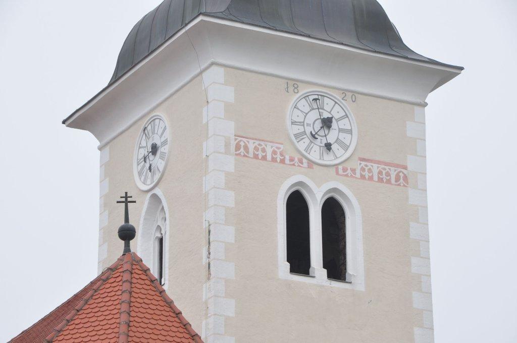 Kirchturm-Details der Pfarrkirche heiliger Johannes in weitensfeld - Weitensfeld im Gurktal, Kärnten (9344-KTN)