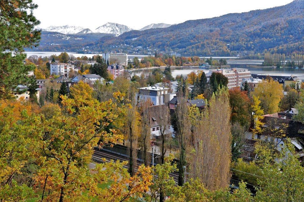 Blick von der niederen Gloriette auf den Ort - Pörtschach am Wörther See, Kärnten (9210-KTN)