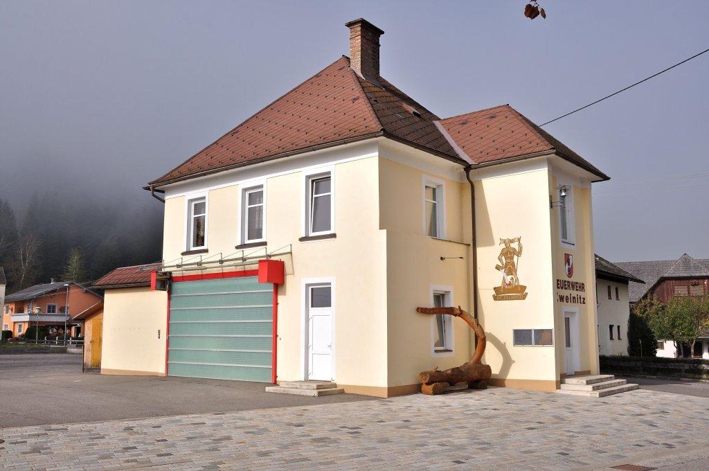 Feuerwehrgebäude im Ortskern - Zweinitz, Kärnten (9343-KTN)