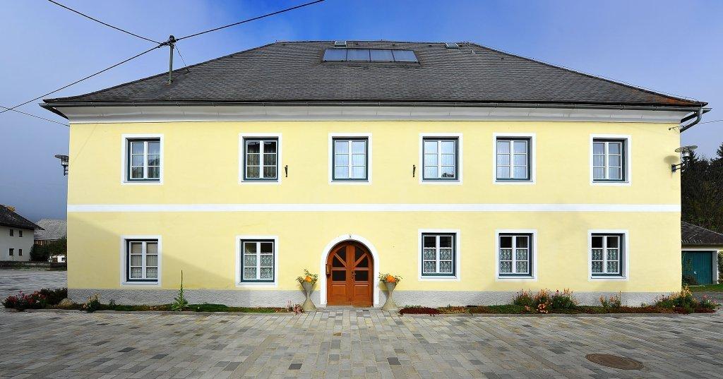 Pfarrhaus in Zweinitz Nr. 4 neben dem Friedhof und der Pfarrkirche heiliger Egydius - Zweinitz, Kärnten (9343-KTN)