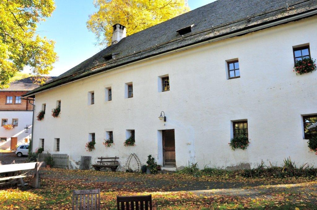 Denkmalgeschützter Gasthof Leikam im Norden an der Wehrkirchenanlage in Hochfeistritz Nummer 28 - Hochfeistritz, Kärnten (9372-KTN)