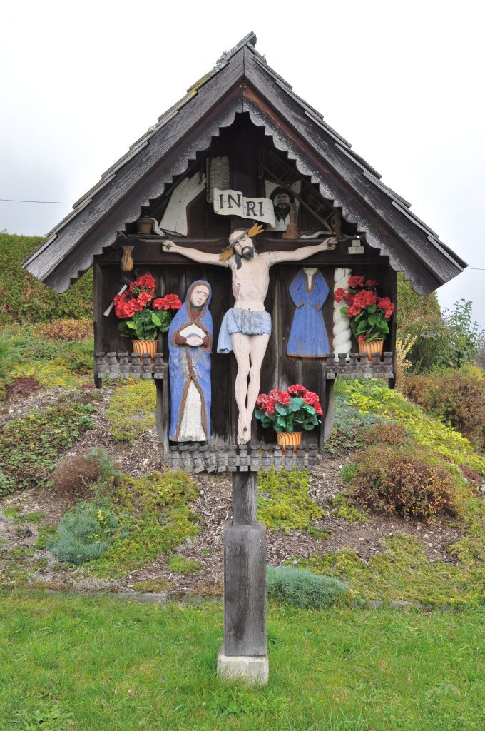 Malerkreuz am Wiesenhang. Kruzifix und Assistenzfigur heilige Maria Magdalena Ende 18. Jahrhundert. - Zweinitz, Kärnten (9343-KTN)