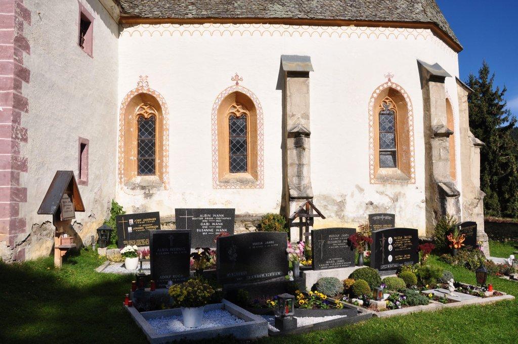 Süd-Seite der Pfarrkirche Sankt Ulrich am Johannserberg mit Friedhof - Johannserberg, Kärnten (9371-KTN)