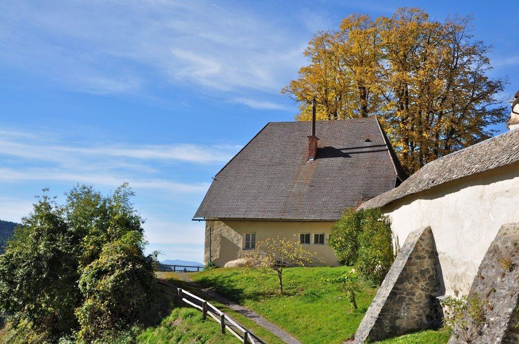 Ehemalige Volksschule an der Wehrkirchenanlage in Hochfeistritz 27, heutzutage Pfarrhof - Hochfeistritz, Kärnten (9372-KTN)