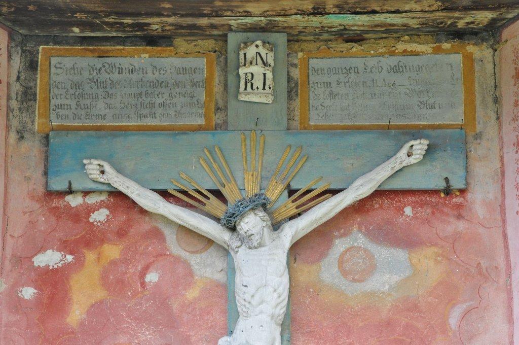 Friedhofskapelle: Inschrift über Kruzifix - Zedlitzdorf, Kärnten (9563-KTN)
