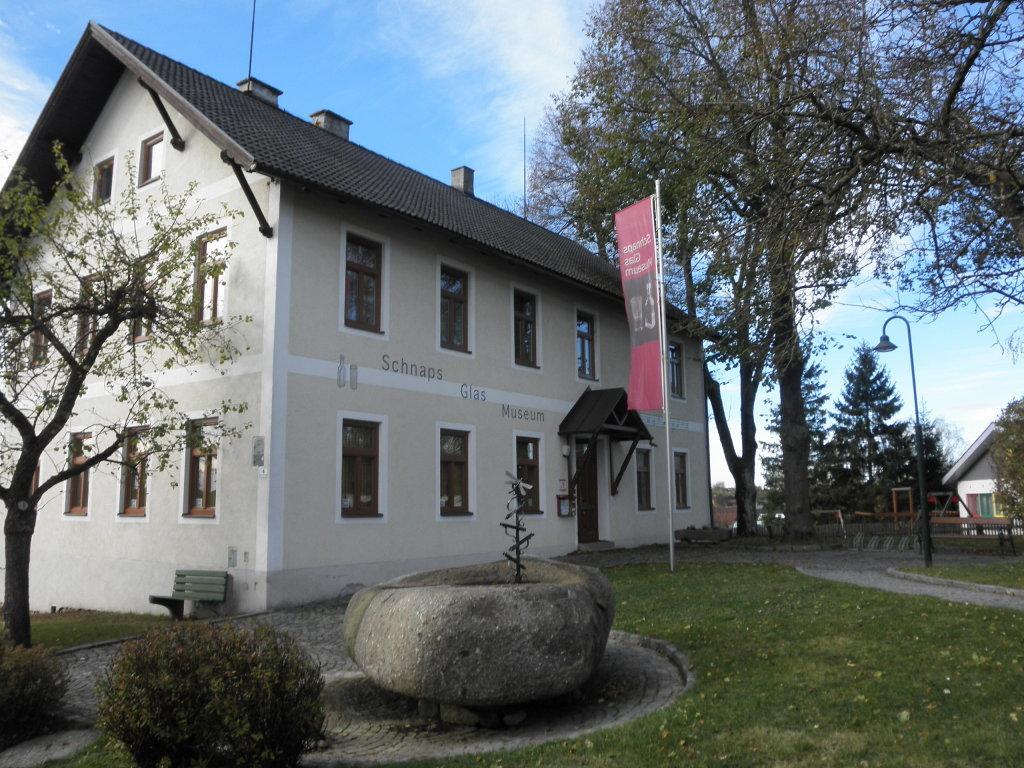 Schnaps-Glas-Museum - Echsenbach, Niederösterreich (3804-NOE)