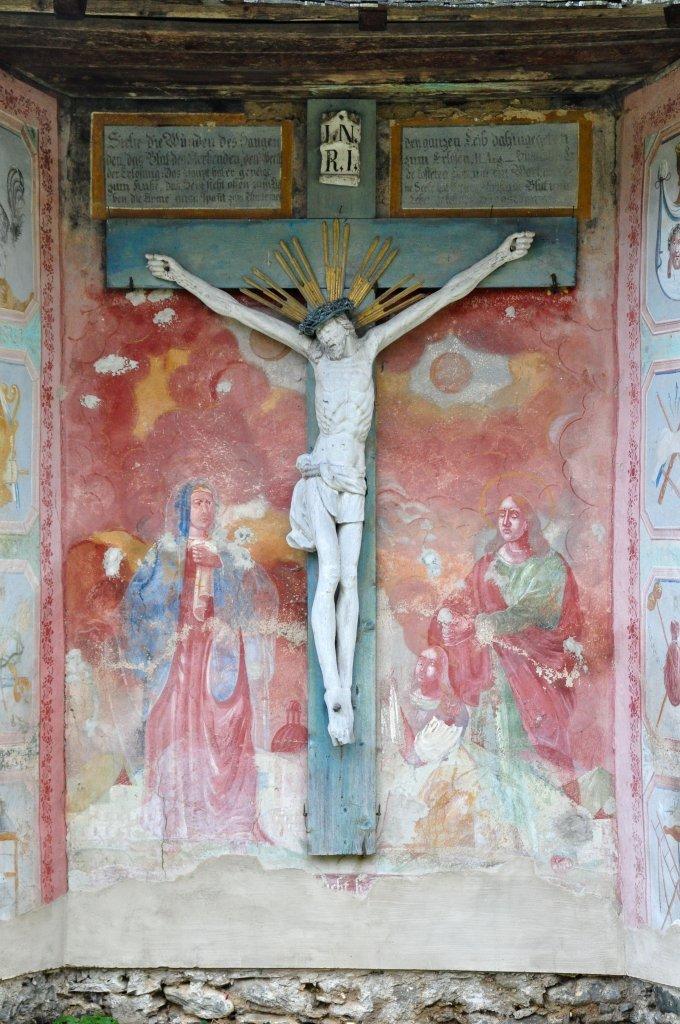 Kruzifix mit Assistenzfiguren in der Friedhofskapelle - Zedlitzdorf, Kärnten (9563-KTN)