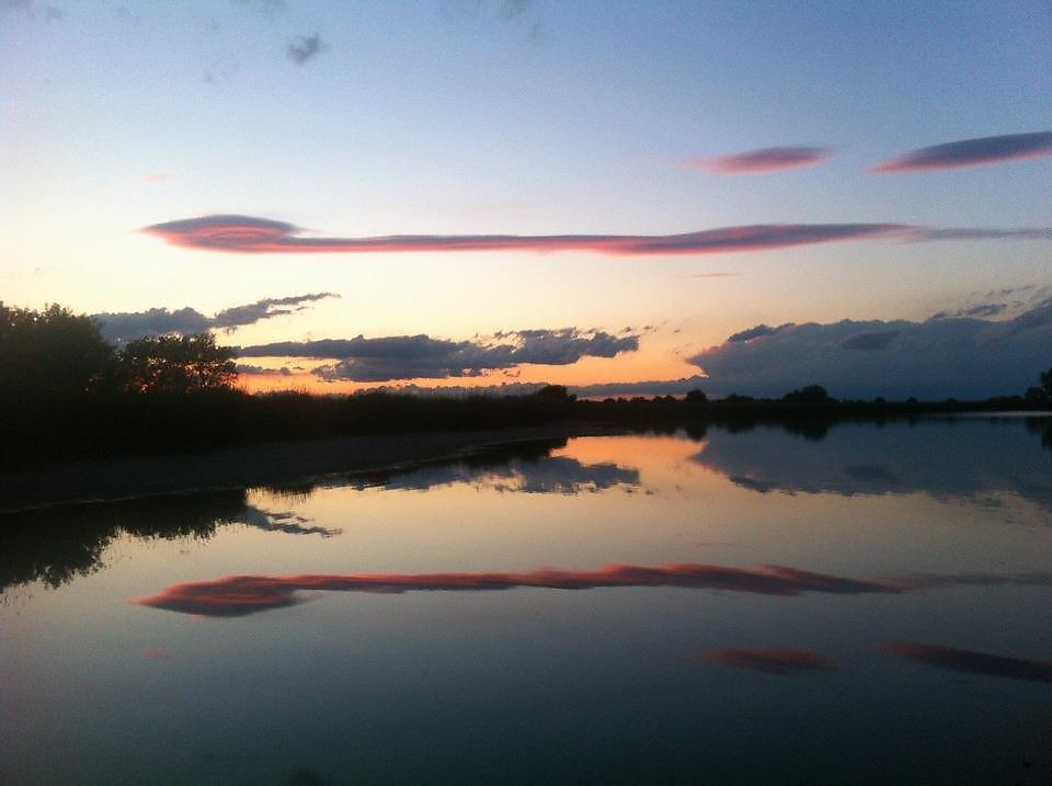 Sonnenuntergang mit Fischerbooten im Naturschutzparadies: Zicksee- Reihersiedlung - Reihersiedlung, Burgenland (7161-BGL)