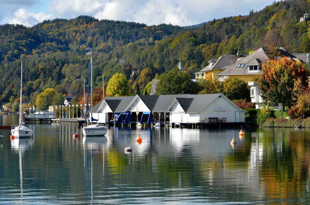 Bootshaus am Werzerstrand mit Herbststimmung - Pörtschach am Wörther See, Kärnten (9210-KTN)