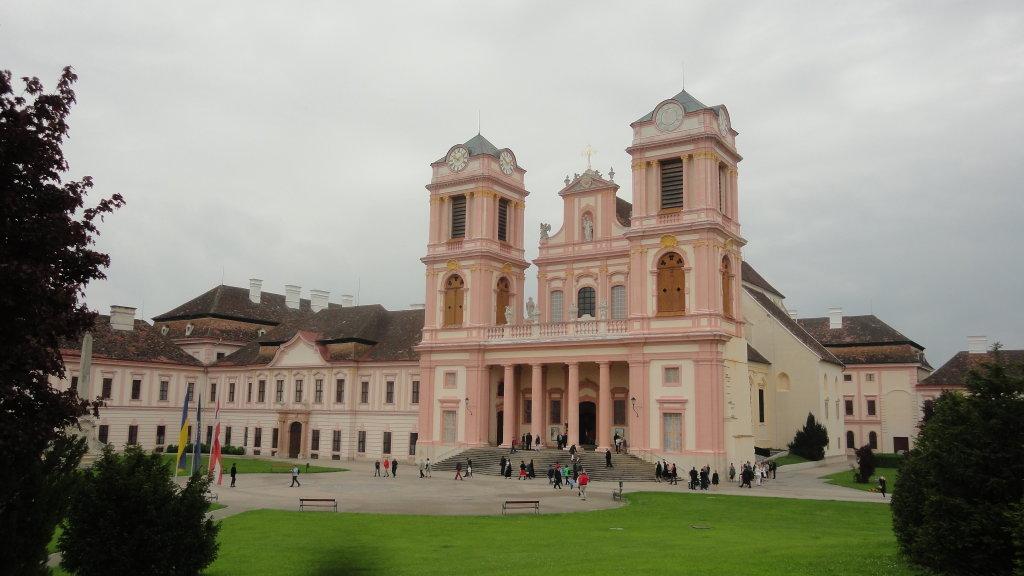 Blick zum Haupteingang des Stiftes Göttweig. - Stift Göttweig, Niederösterreich (3511-NOE)