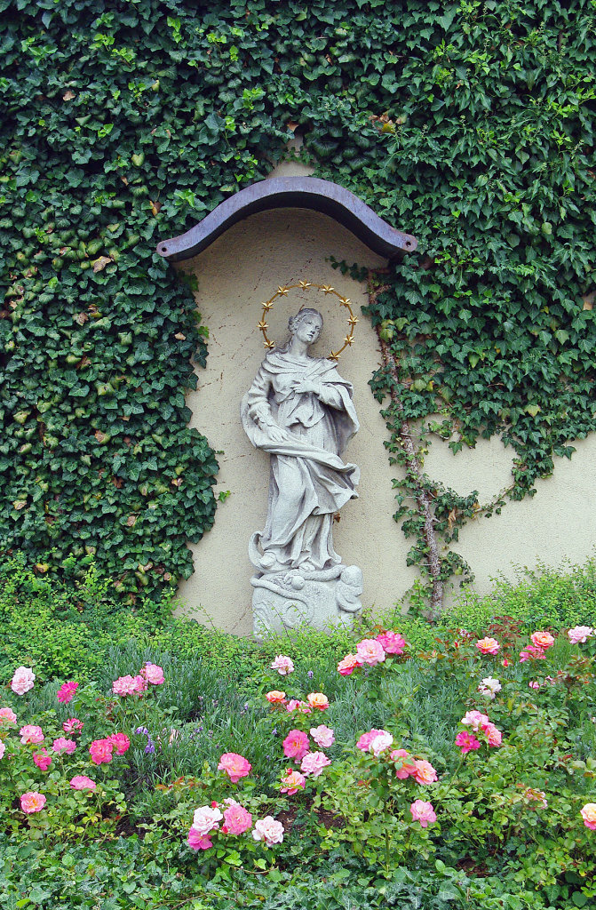 Purkersdorf, Pfarrkirche St. Jakob, Kirchenmauer - Purkersdorf, Niederösterreich (3002-NOE)