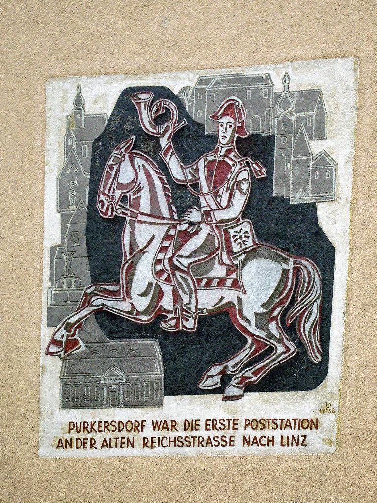 Purkersdorf Rathaus, Erinnerung an alte Poststation. - Purkersdorf, Niederösterreich (3002-NOE)