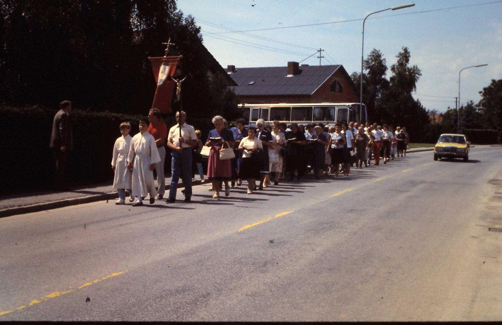 Prozession, Nachbarn kommen - Kleinzicken, Burgenland (7503-BGL)