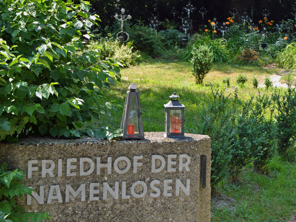 Friedhof der Namenlosen, Detail - Friedhof der Namenlosen, Wien (1110-W)