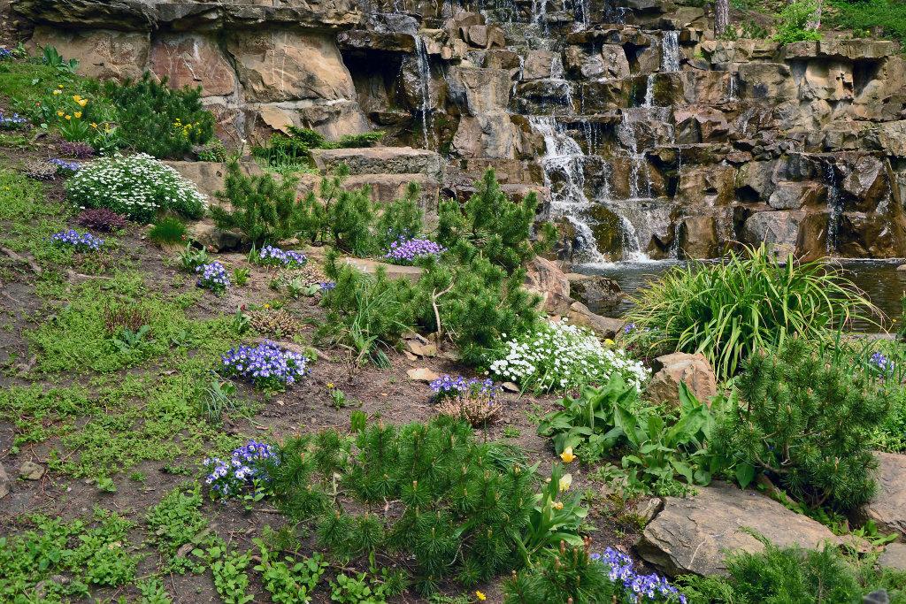 Künstlicher Wasserfall im Türkenschanzpark - Türkenschanzpark, Wien (1180-W)