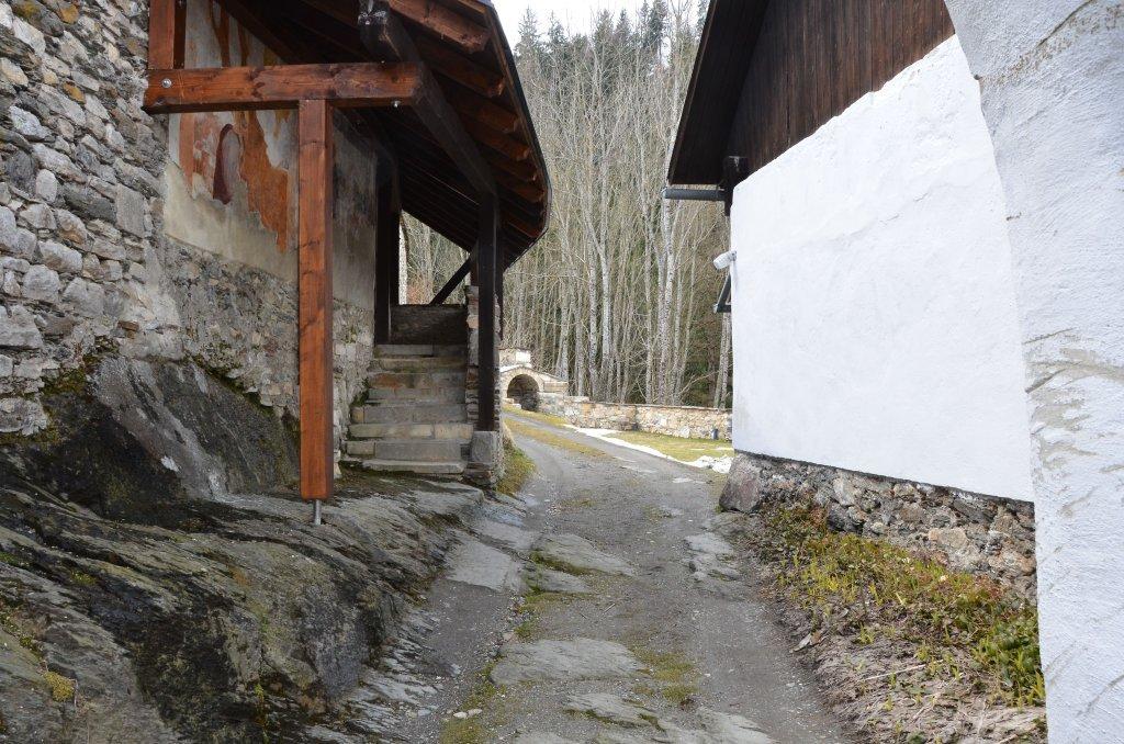 Umfassungsmauer am ehemaligen Pfarrhof - Tiffen, Kärnten (9560-KTN)